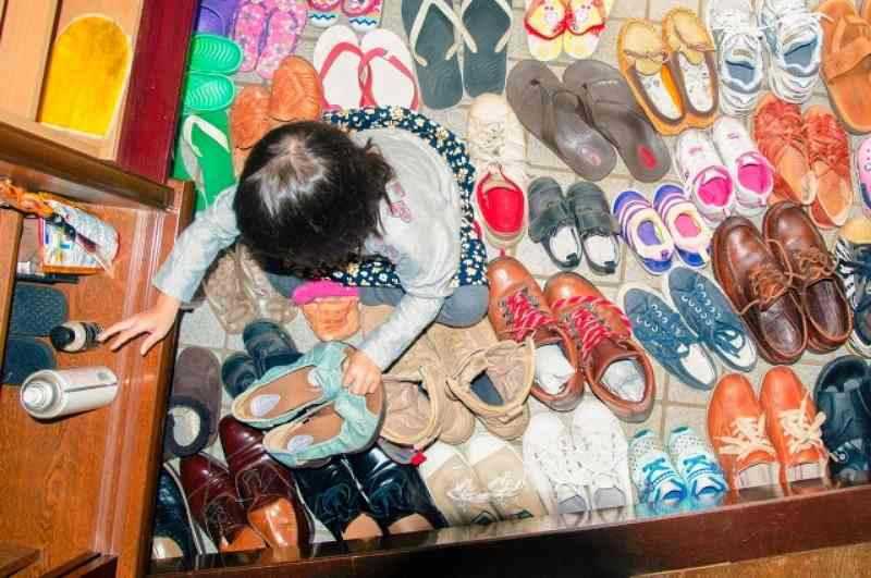 子供がおもちゃを片付けられるようになる第1歩は靴を揃える練習